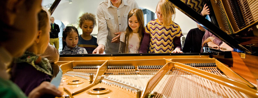 C. Bechstein Klavierbauer Workshop für Kinder